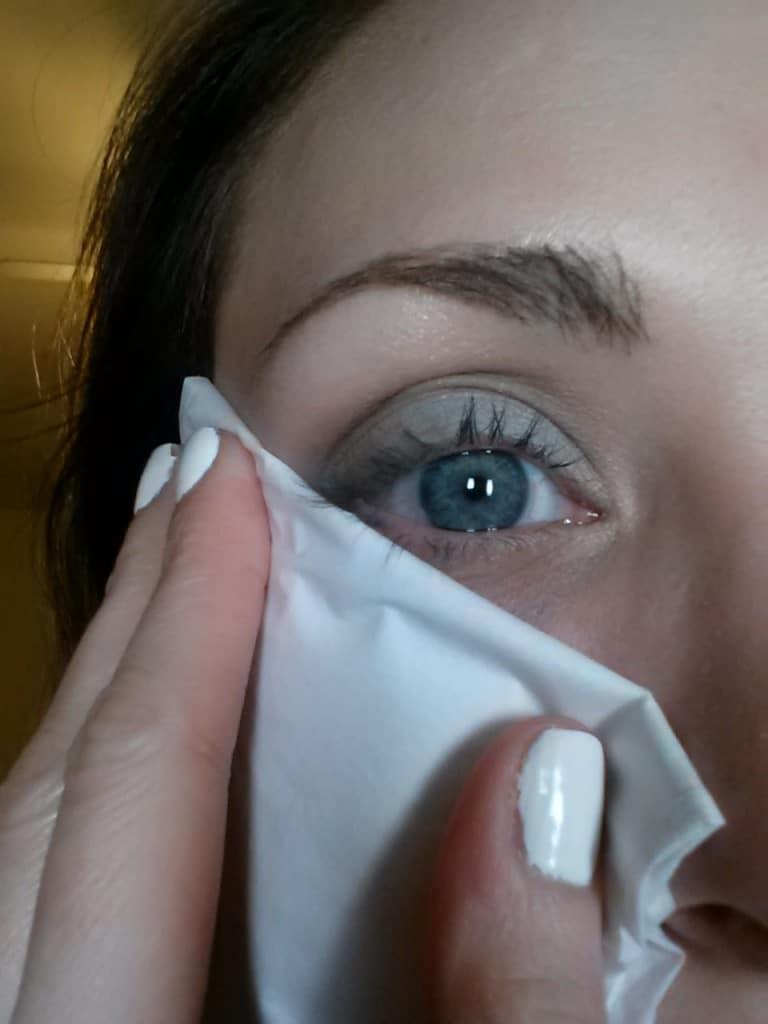 Eyeshadow tissue